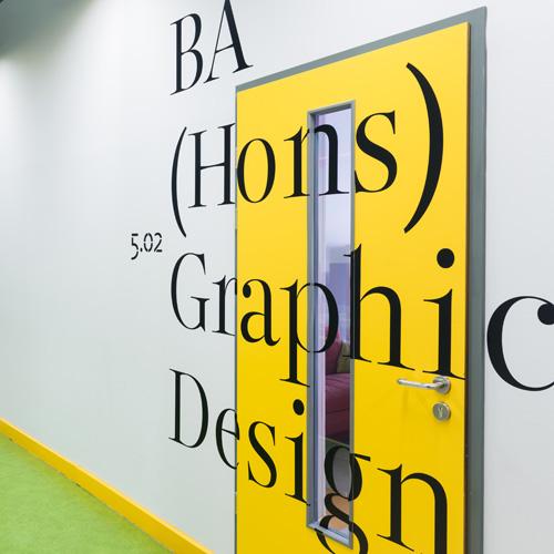 дизайн навигации стен в Британской высшей школе дизайна