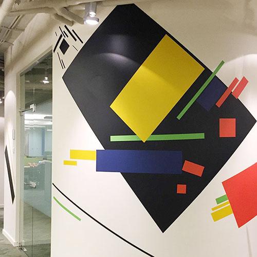 оформление стен офиса в стиле конструктивизма