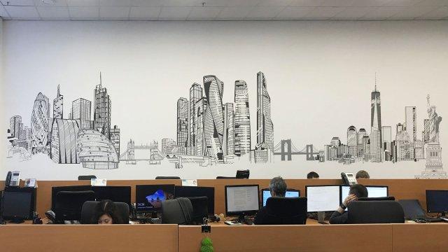 """Изображение 1 - Декор стены операционного центра """"Ренессанс страхование"""""""