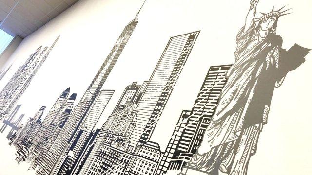 """Изображение 5 - Декор стены операционного центра """"Ренессанс страхование"""""""