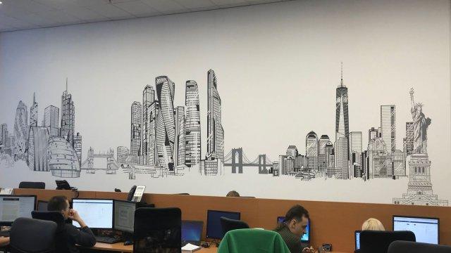 """Изображение 2 - Декор стены операционного центра """"Ренессанс страхование"""""""